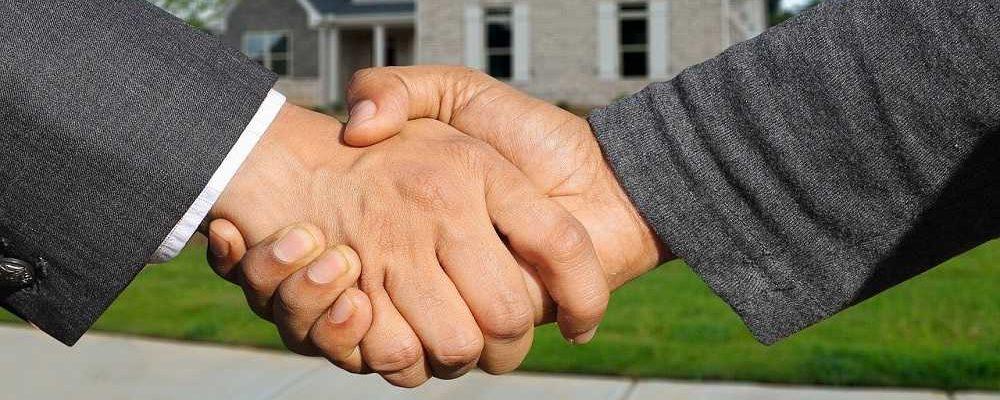 Hohe Reservierungsgebühr bei Immobilienverkauf ist ohne Notarvertrag unwirksam.